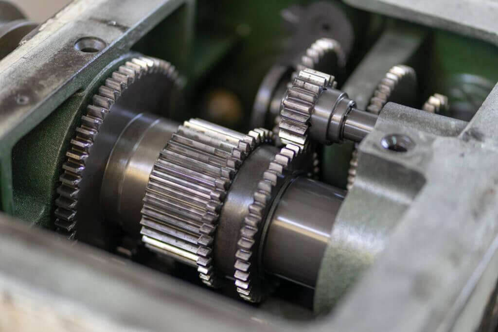 Eine alte Maschine, die technisch aufgerüstet werden soll.